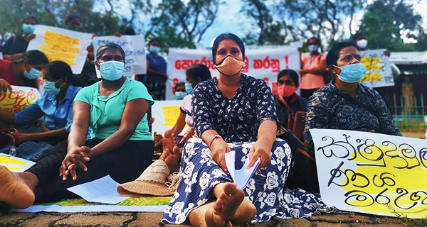 Microfinance victims in Hingurakgoda temporarily abandon protest